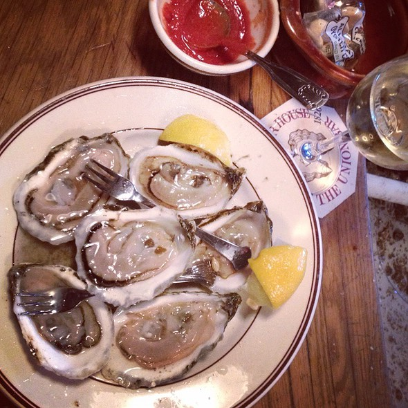 Blue Point Oysters On The Half Shell @ Union Oyster House