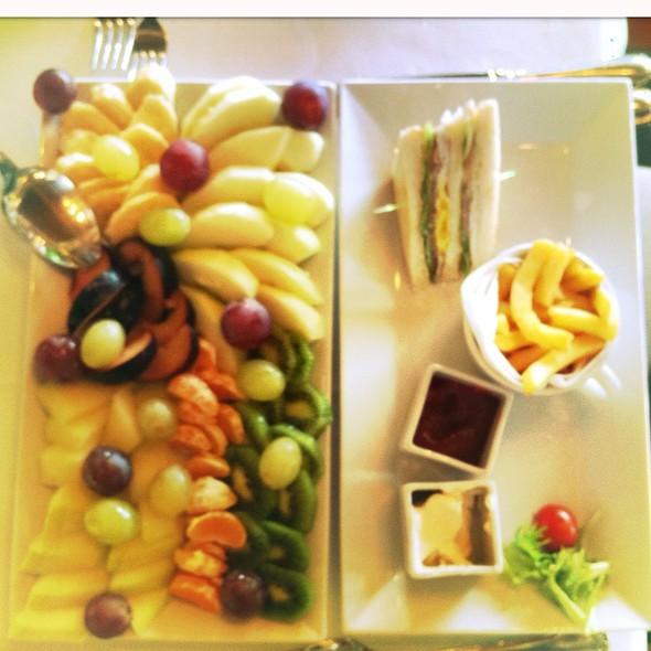 Turkey Avocado Club Sandwich @ Obetsanova Kashta