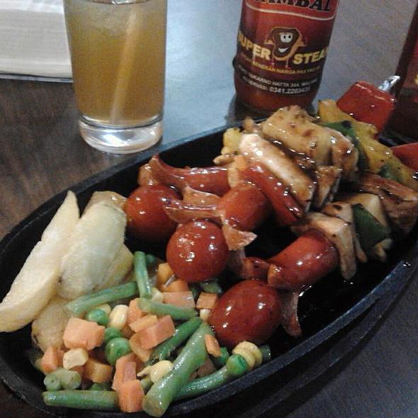BBQ Chicken Skewers and Pancit @ De Nin's Super Steak