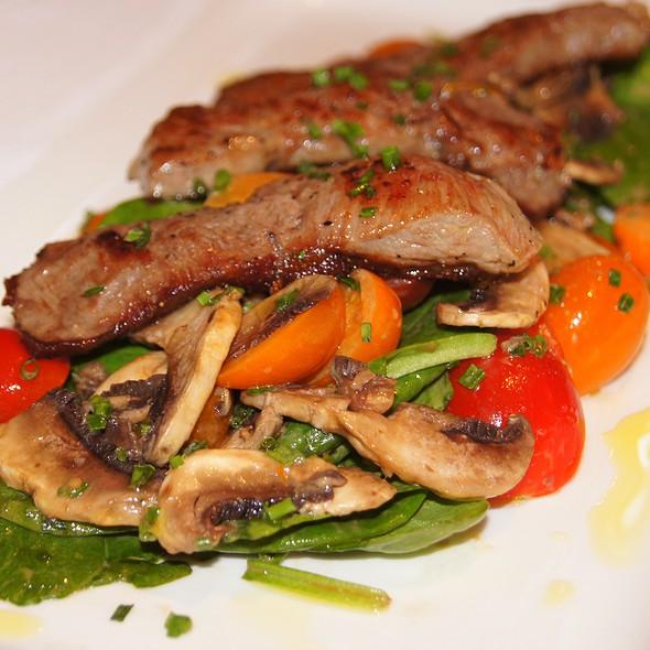 Insalata di Funghi, Pomodori e Spinaci con Tagliatina di Manzo @ Pelago Ristorante