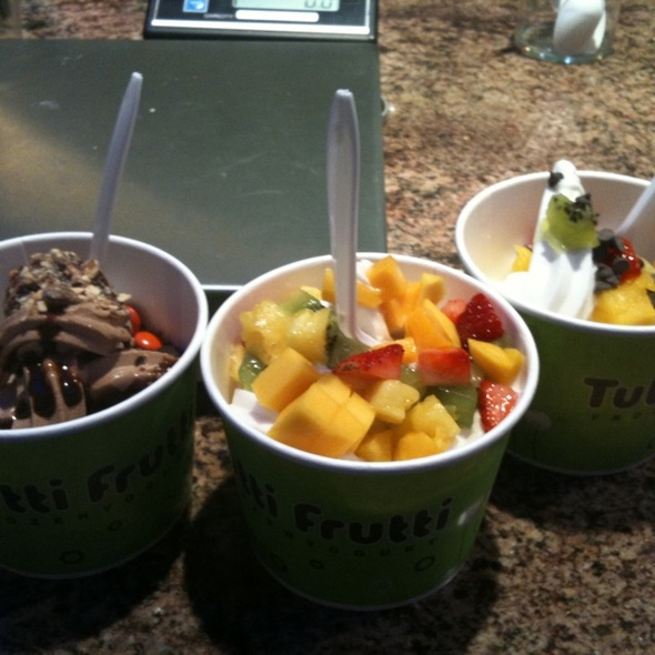 Frozen Yogurt @ Tutti Frutti Yogurt