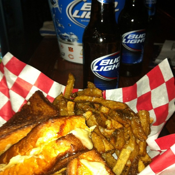 5 Cheese Grilled Cheese With Fries And A $2 Bud Light Bottle @ Ropewalk Tavern