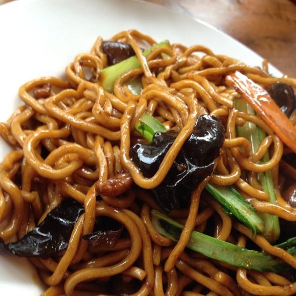 Shanghai Fried Noodles @ Shanghai Street