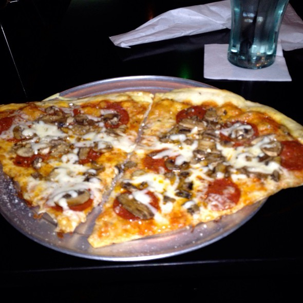 Mushroom & Pepperoni Pizza @ Pizza Bar