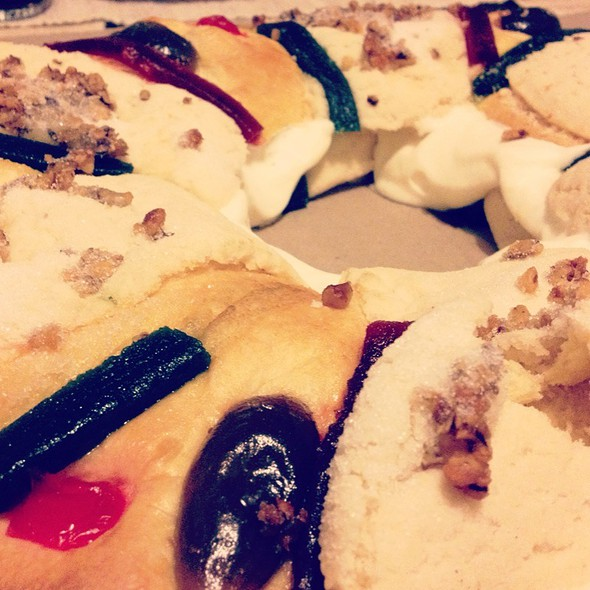 Rosca De Reyes Con Nata @ Costco
