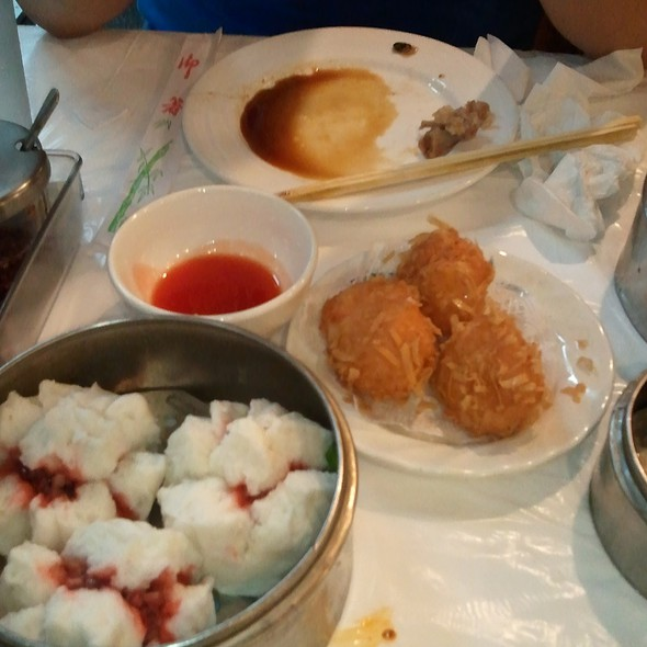 Steamed BBQ Pork Buns @ Dim Sum King