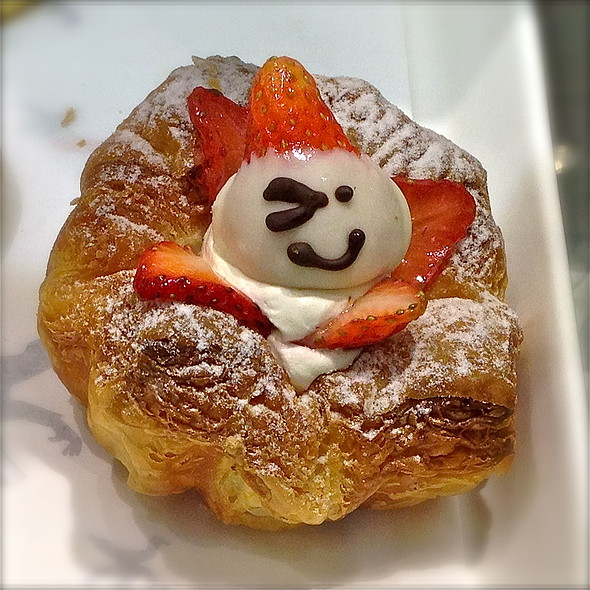 Strawberry Danish @ BreadTalk (Nex)