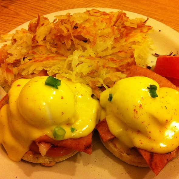 Ham Eggs Benedict With Hash Browns @ Glo's