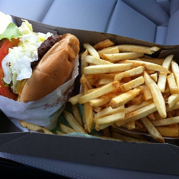 Burger @ In-N-Out Burger