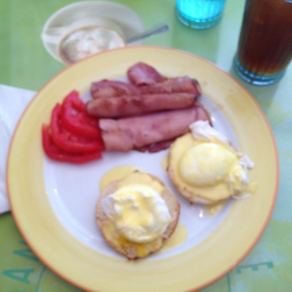 Eggs Benedict With Ham - Banana Cafe, Key West, FL