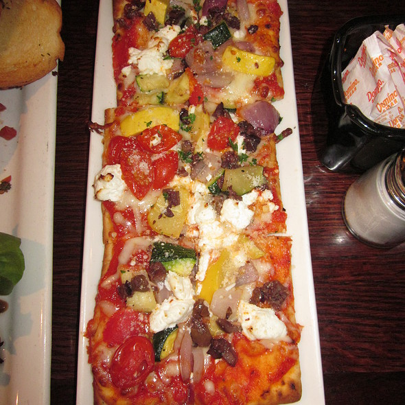 Roasted Vegetable Pizza Flatbread @ Houlihan's