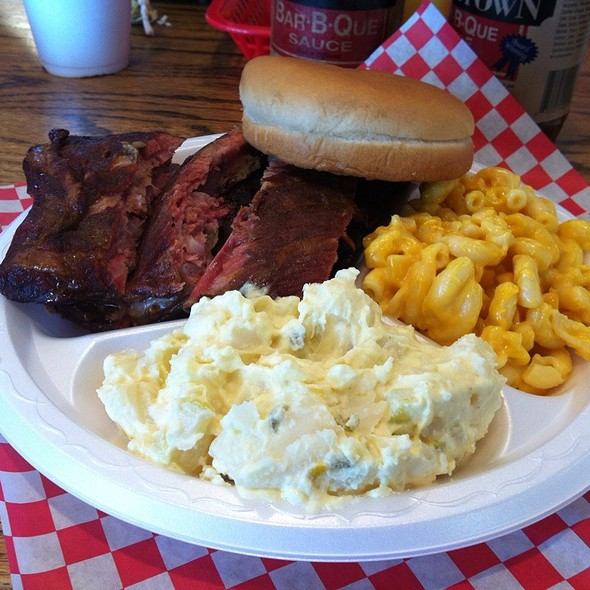 1/2 Rack Rib Platter @ Hometown Barbeque