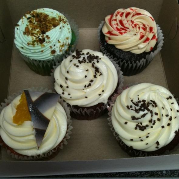 Pistacio, PB&J, Red Velvet & Guava Mango Cupcakes @ Babycakes