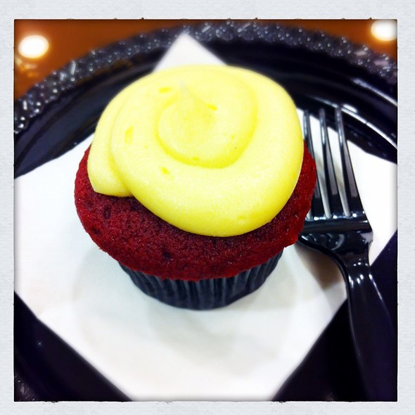 red velvet cupcake with cream cheese icing @ sift patisserie