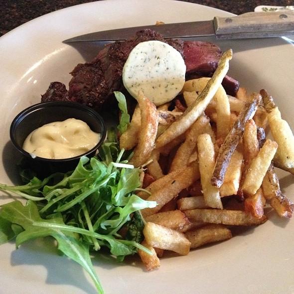 Hanger Steak Frites @ Trappeze Pub