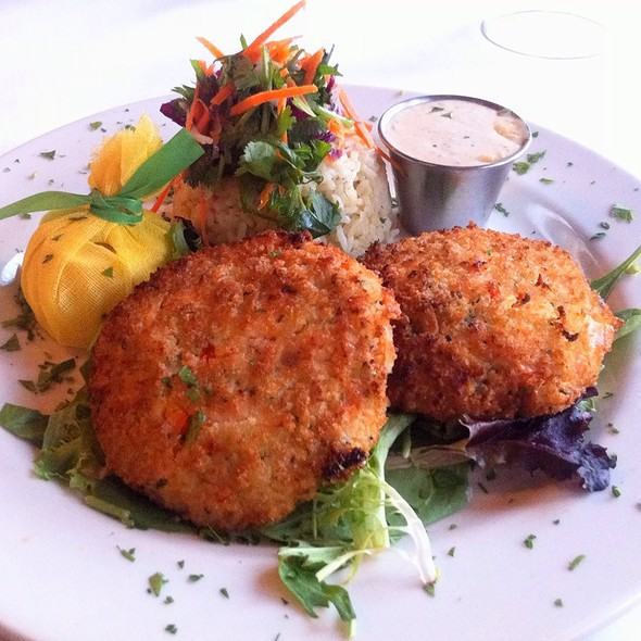 Griddled Atlantic Salmon Cakes With Lemon-Dill Rice Pilaf & Remoulade @ Tavern On Rush