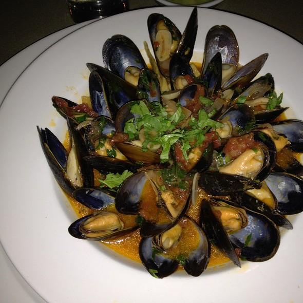 Sake Steamed Mussels @ La Camelia