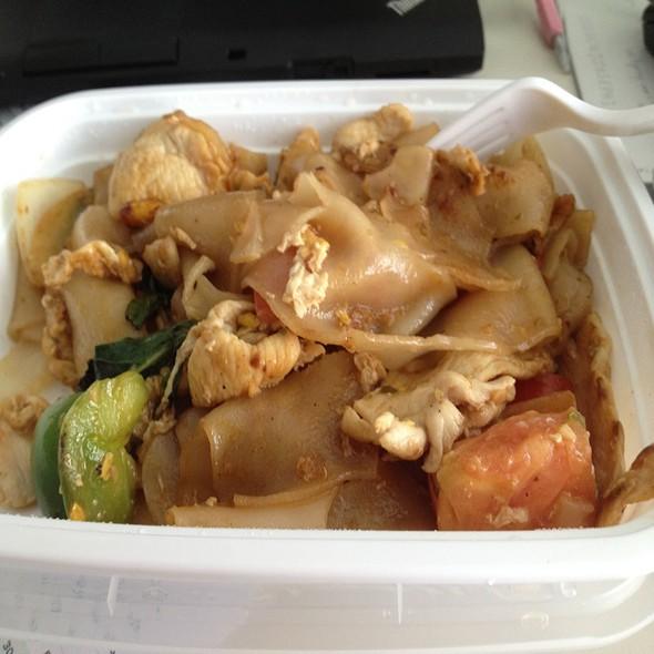 Drunken Noodles @ Summit Thai Cuisine