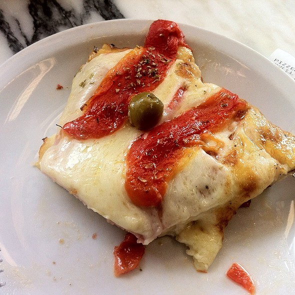 Mozzarella ,Red Pepper Pizza @ Pizzeria Rey