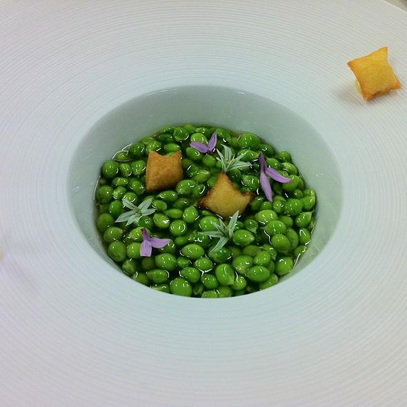 green peas, iberic ham gel and garlic cream stuffed soufflée potatos @ Azurmendi