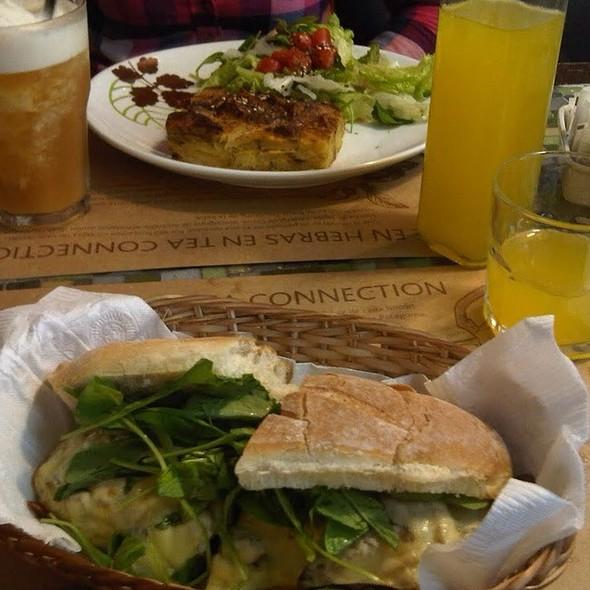 Sandwich de Pollo @ Tea Connection