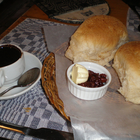 Hot Chocolate and Pandesal @ Cafe By The Ruins