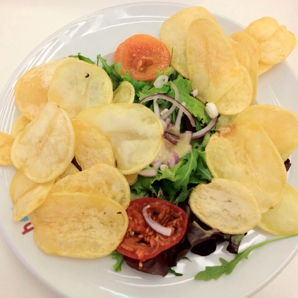 Salad With Chips @ h3 hamburger gourmet