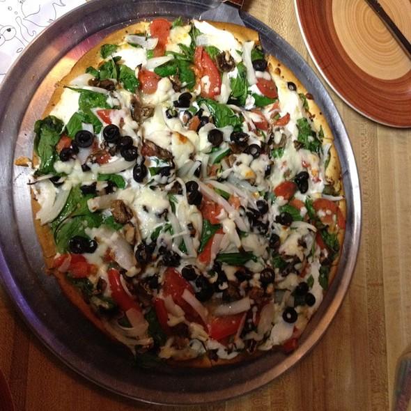 Deluxe Veggie White Pizza @ The Pizza Hub