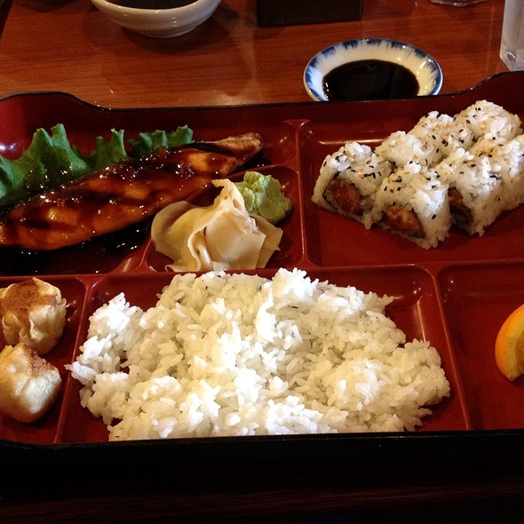 bento box @ Waraku Japanese Restaurant and Sushi