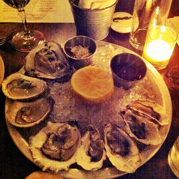 East And West Coast Oysters @ Mermaid Inn