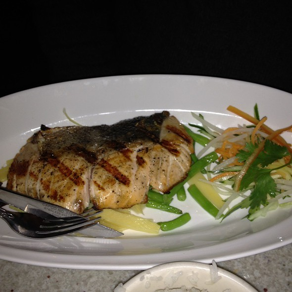 Grilled Salmon @ Laut