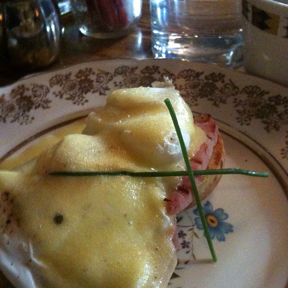 Eggs Benedict @ The Queen & Beaver Public House