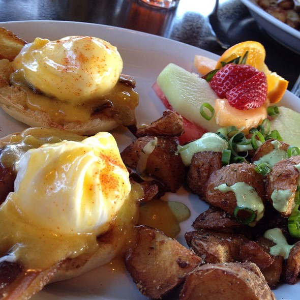 Eggs Benedict @ T-Rex Barbeque