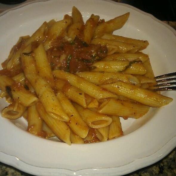 Penne w/ tomato, garlic and basil @ Presso