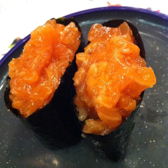 Spicy Salmon Gunkan @ Yo! Sushi