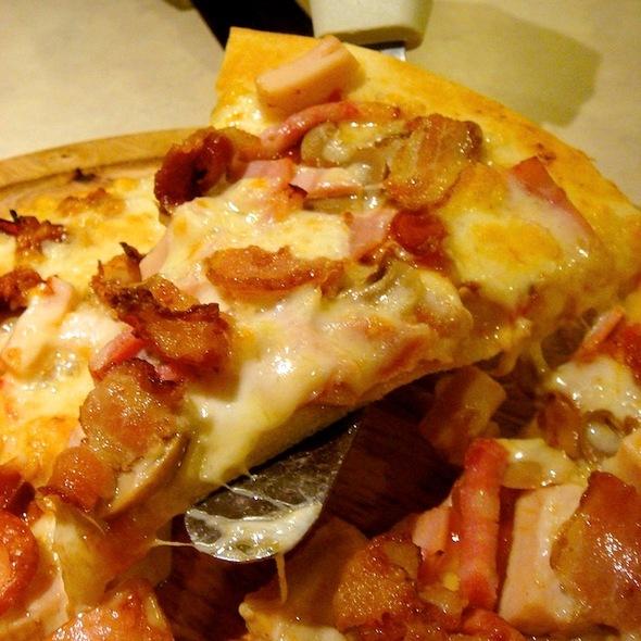 Pizza Meat Combo @ Narai Pizzeria (Fortune Town)