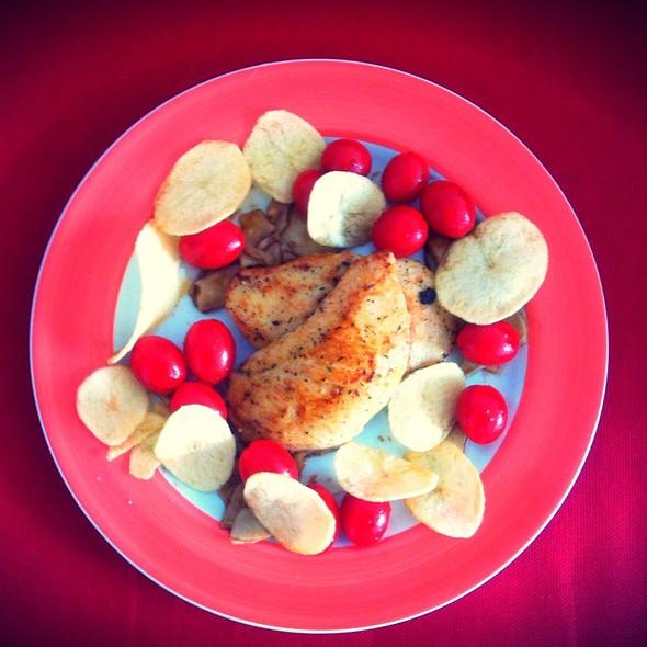 Frango Com Batata Chips E Tomate Sweet
