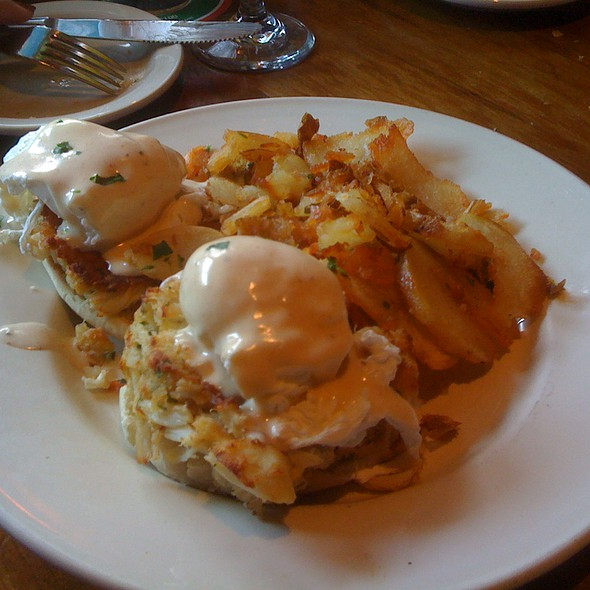 Eggs Benedict @ Old Ebbitt Grill