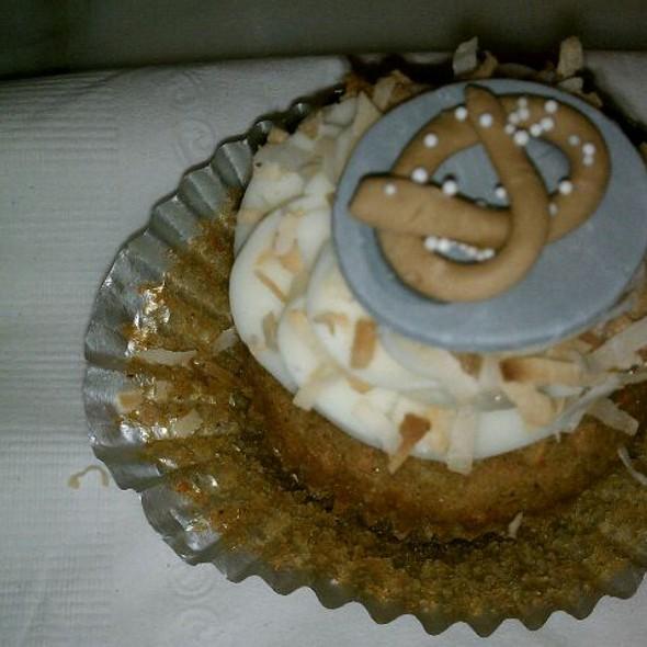 Foodspotting Cupcake @ Khyber Pass Pub