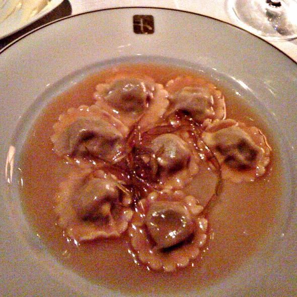 Ravioli Recheado de Pato com Molho de Laranja @ Restaurante Fasano