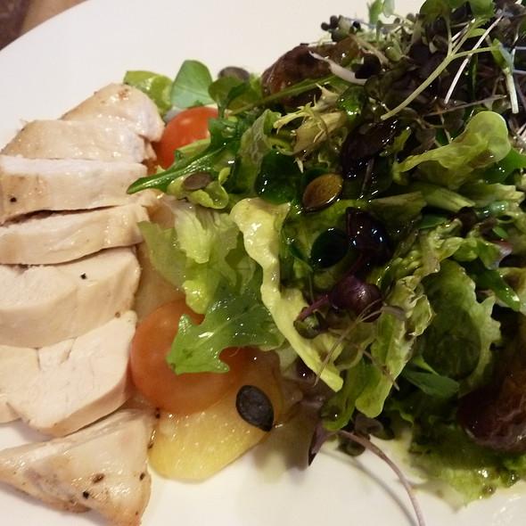 Backhendl Salat @ Promenadenhof - SEEBER Gastro GmbH
