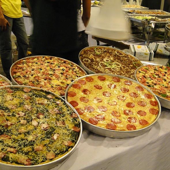 Deep Dish Pizza @ Il Mercanti Food Bazaar