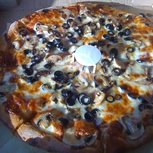 Pizza @ Lino's Pizzeria Italian