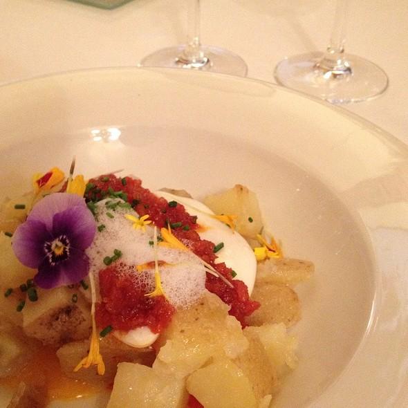 Patata Confitada, Huevo Poche, Sobrasada Caliente, Miel Y Aromas Afines A Trufa @ Antigua