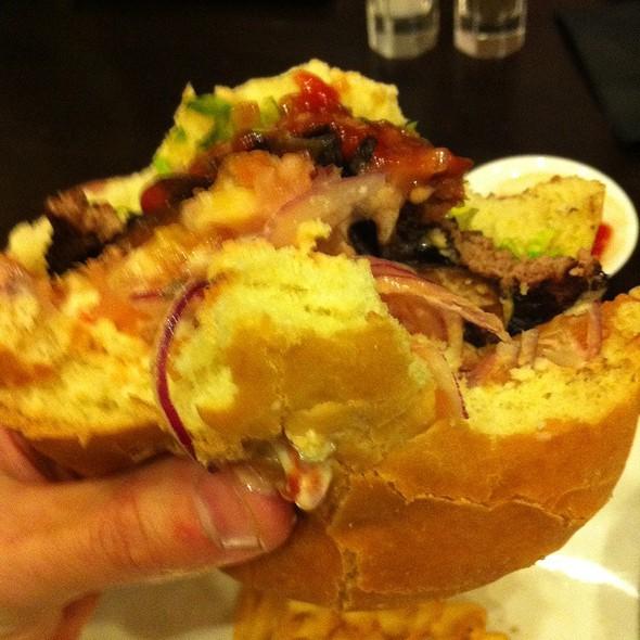 Burger @ Sidney's Grille