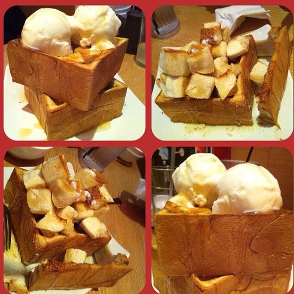 Honey Toast with Ice cream