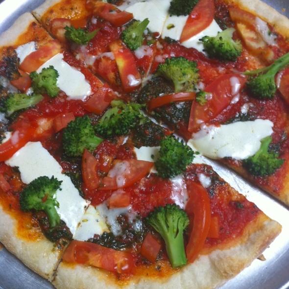 Broccoli And Tomato Pizza @ La Traviata