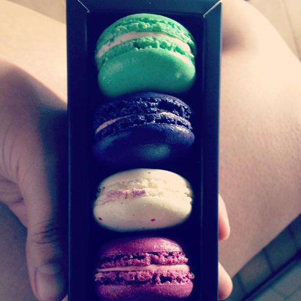 French Macarons @ Bakerzin