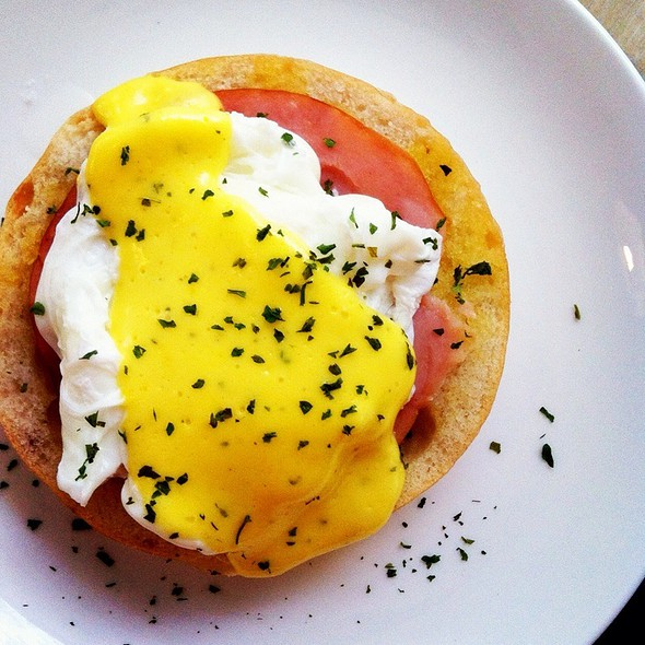 Egg Benedict @ Letoile Cafe