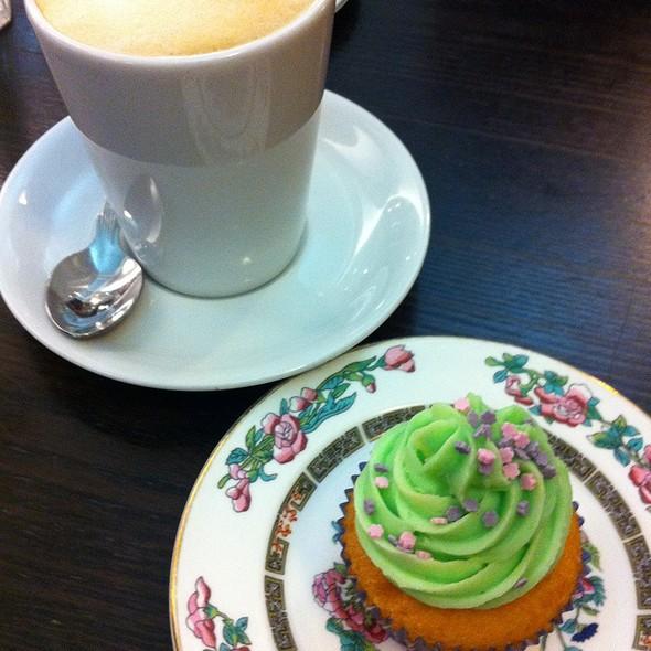 Vanilla cupcake @ Loopy Lorna's at the Churchill Theatre